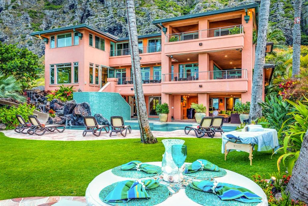 Royal Hawaiian Oceanfront Beach Estate, Patio Furniture Oahu Hawaii