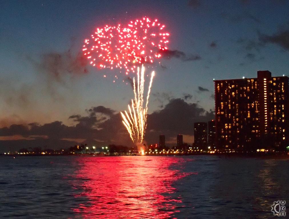 Watch The Fireworks At Waikiki Beach In Waikiki Oahu Hawaii Hawaiian Beach Rentals